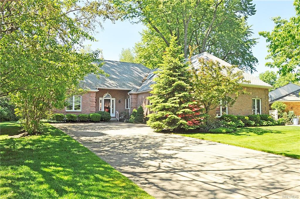 14 Bridle Path, Amherst, NY 14221
