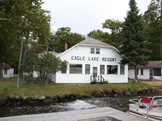 1800 EAGLE PARK LN, Eagle River, WI 54521