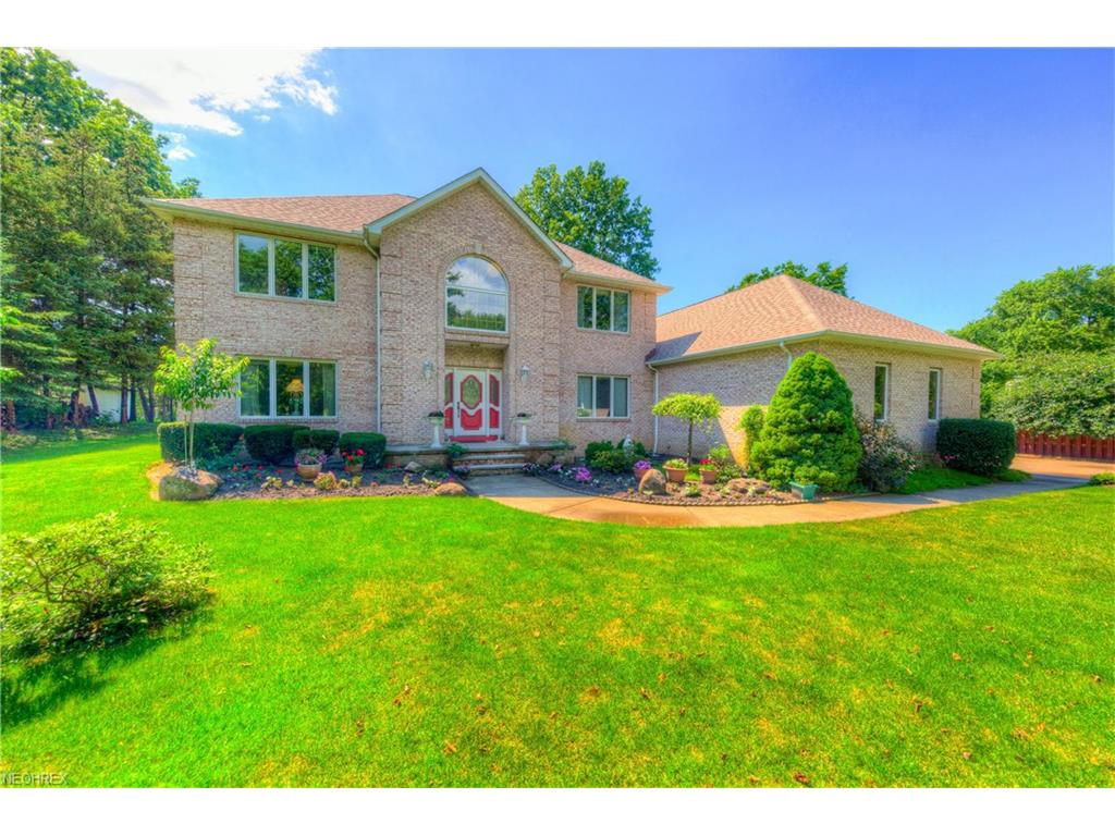 2990 Som Center Rd, Willoughby Hills, OH 44094