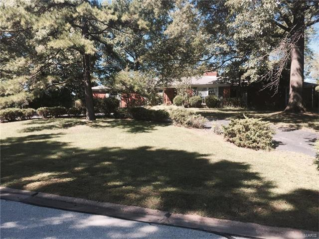 4 Woods Hill, Chesterfield, MO 63017