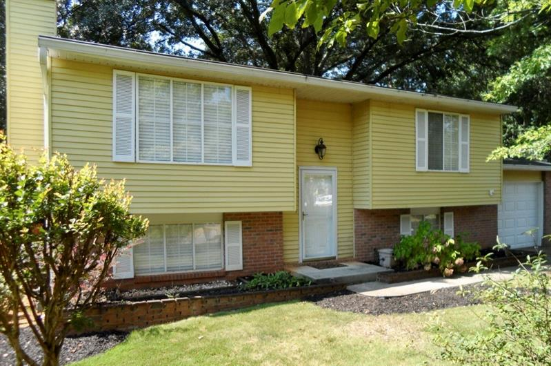 1095 Worthington Hills Drive, Roswell, GA 30076