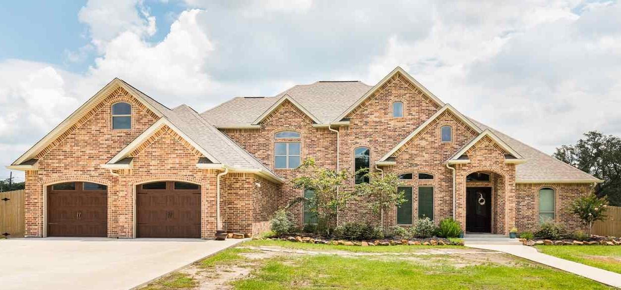 105 Colonial Estates Dr, Bridge City, TX 77611