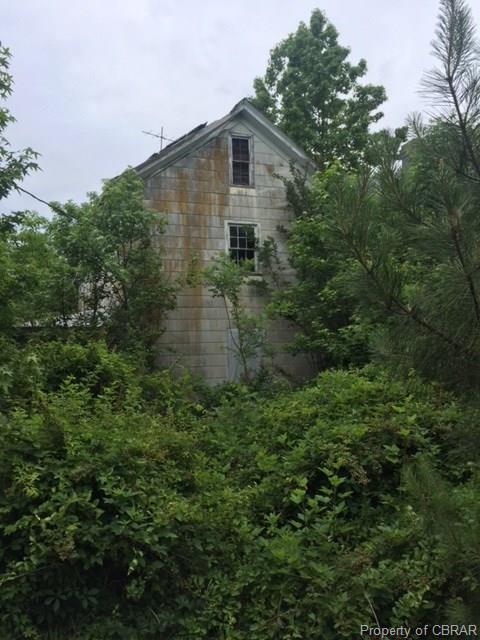 21 Whites Neck Road, Mathews, VA 23109