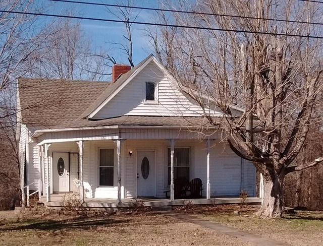 933 River Road, Central City, KY 42330