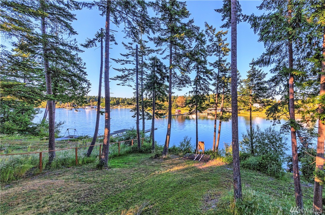 1611 Griffith Point Rd, Nordland, WA 98358