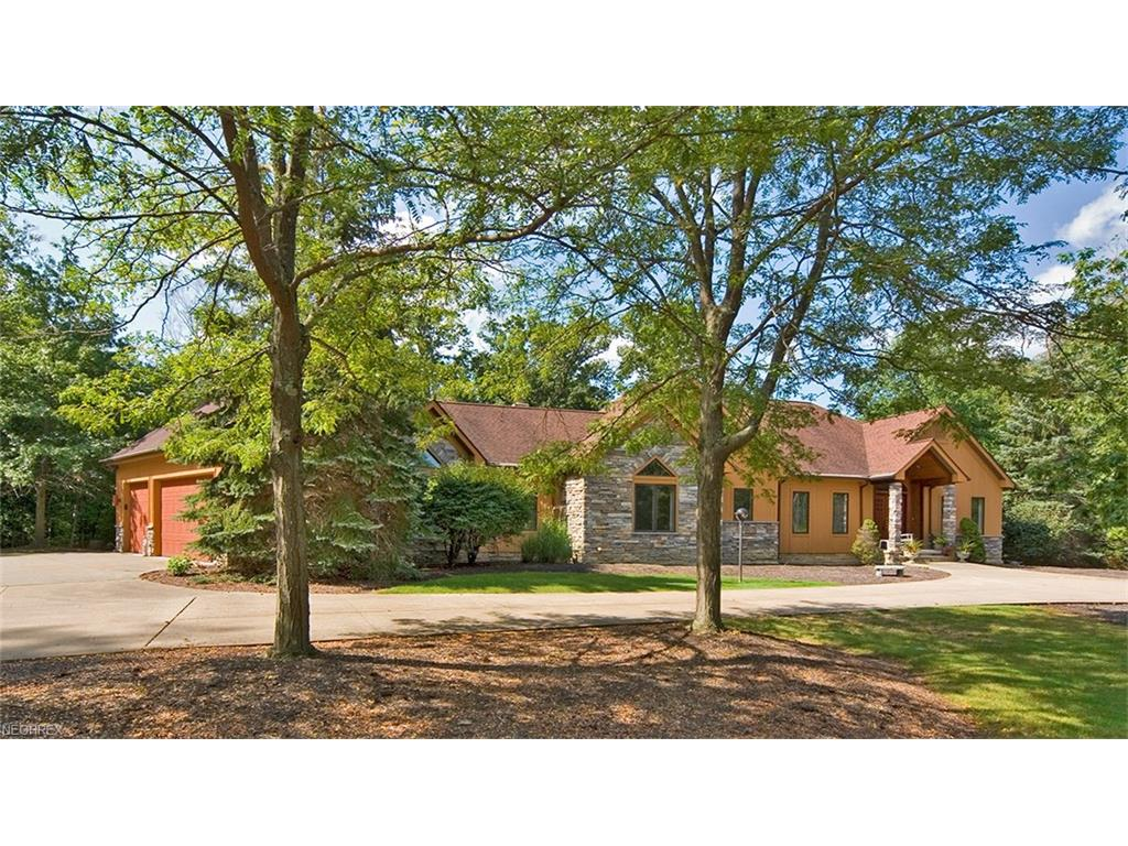 8790 Fox Hollow Ln, Kirtland Hills, OH 44060