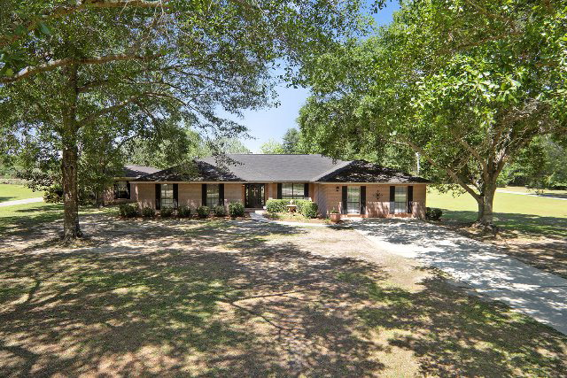10237 Longview Dr, Foley, AL 36535