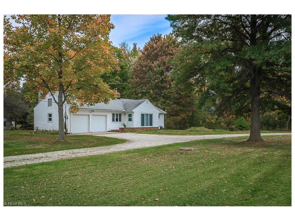 2855 Som Center Rd, Willoughby Hills, OH 44094