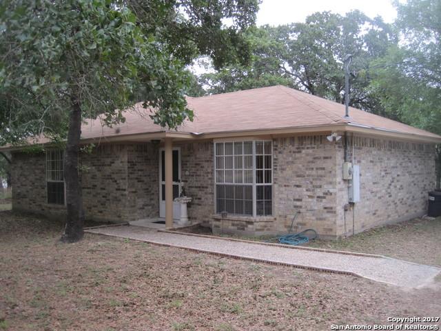 1135 EAGLE CREEK DR, Floresville, TX 78114