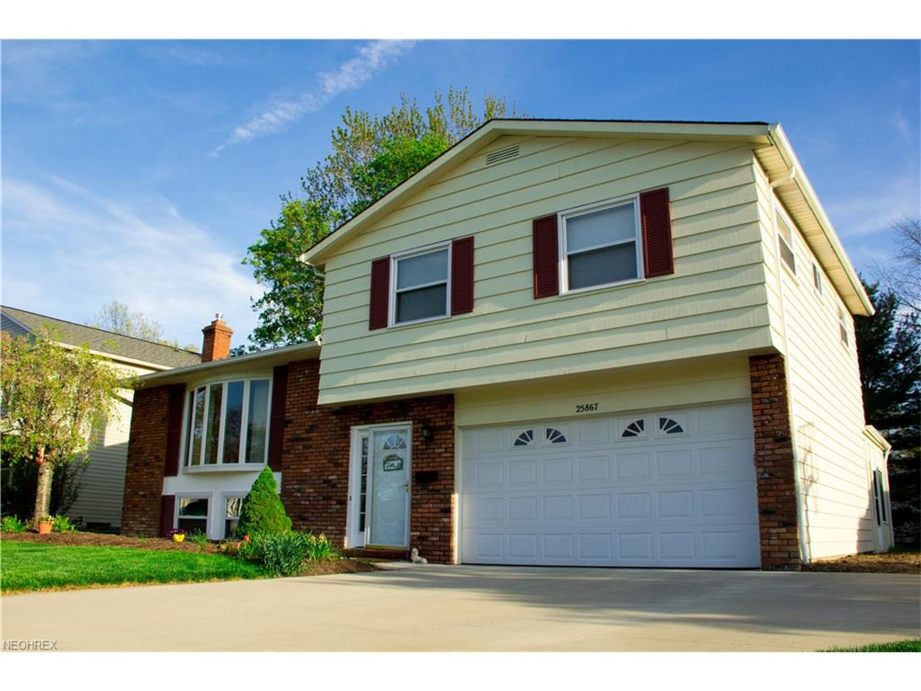 25867 Byron Dr, North Olmsted, OH 44070