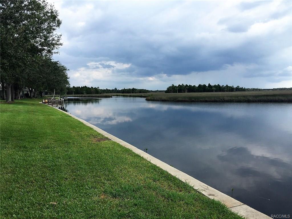 11574 W Bayshore Drive, Crystal River, FL 34429
