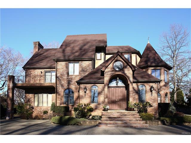 1354 Manor Circle, Pelham, NY 10803