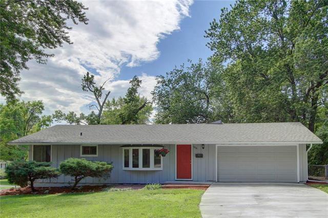 7836 Rosewood Lane, Prairie Village, KS 66208