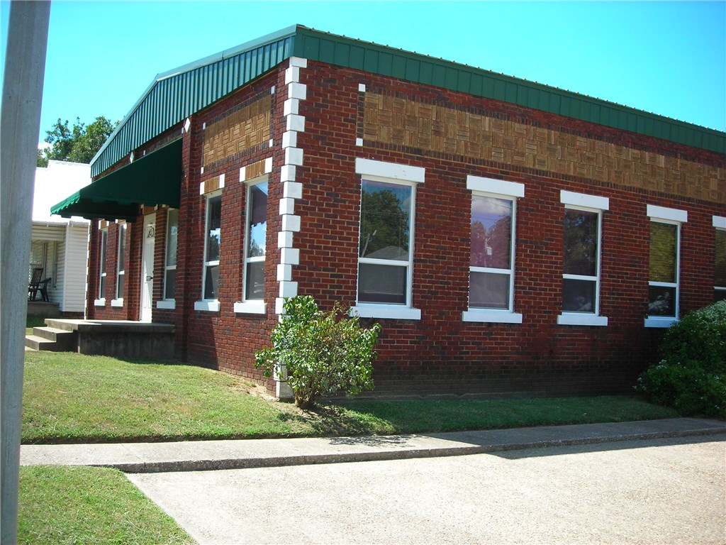 624 N Hinckley Street, Holdenville, OK 74848