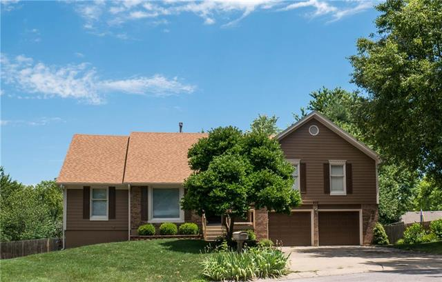 905 NW Woodview Circle, Blue Springs, MO 64015