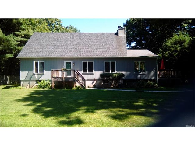 11 Creekside Place, Pleasant Valley, NY 12569