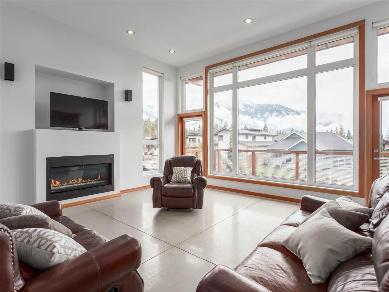 1056 JAY CRESCENT, Squamish, BC V8B 0P3