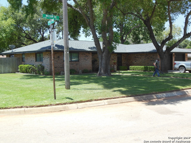 436 William Dr, Pearsall, TX 78061