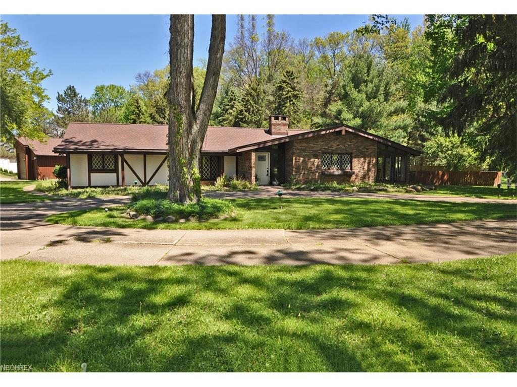 5495 Barton Rd, North Olmsted, OH 44070