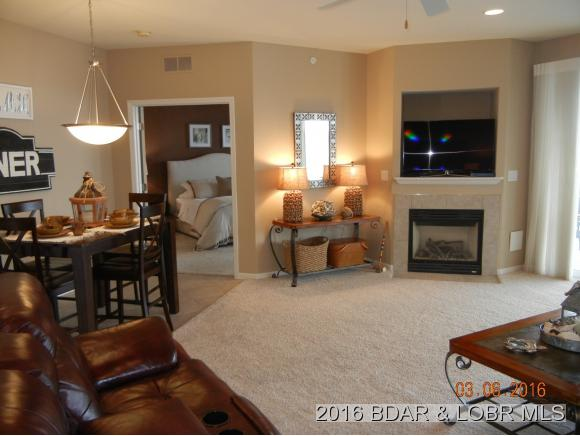 1220 Lands End Pkwy 411, Osage Beach, MO 65065