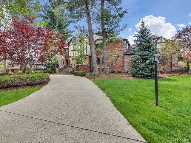 4230 WOODLANDS LN, Orchard Lake, MI 48323