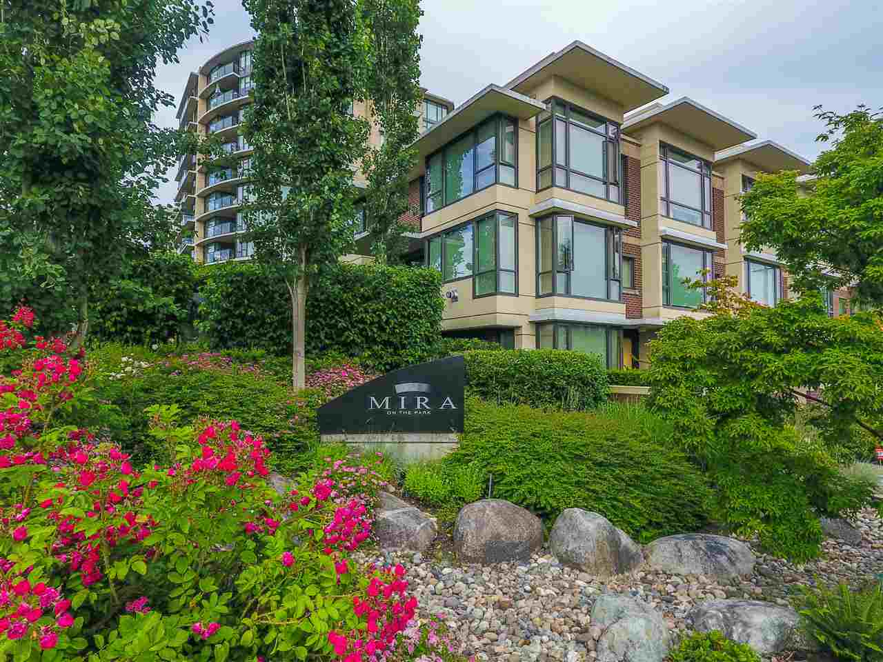 190 W 6TH STREET, North Vancouver, BC V7M 2M2