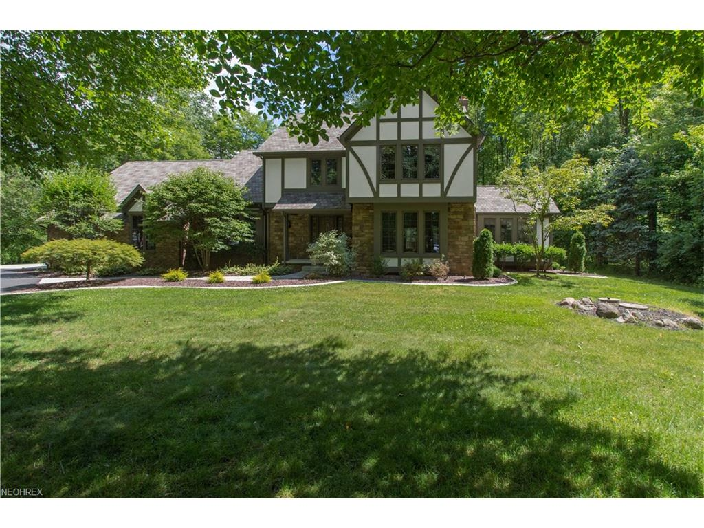 3535 Candy Woods Dr, Poland, OH 44514