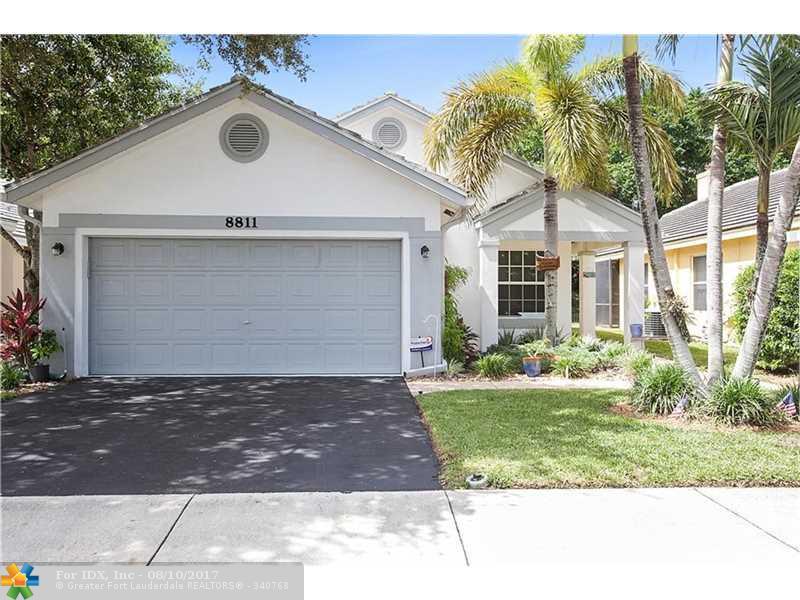 8811 N Lake Park Cir N, Davie, FL 33328