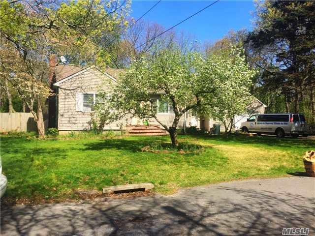 11 Forrest Ave, Medford, NY 11763