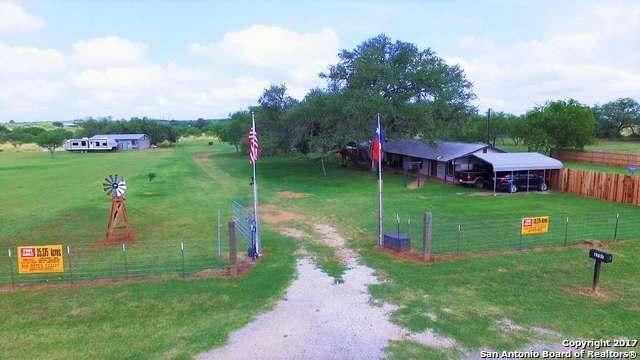 1797 County Road 1660, Moore, TX 78057