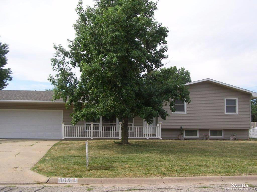 308 E 11th Street, Ellsworth, KS 67439