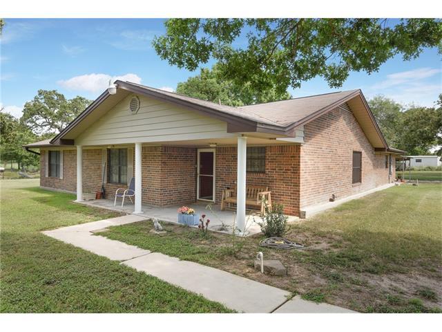 708 Rolling Oaks Dr, Luling, TX 78648