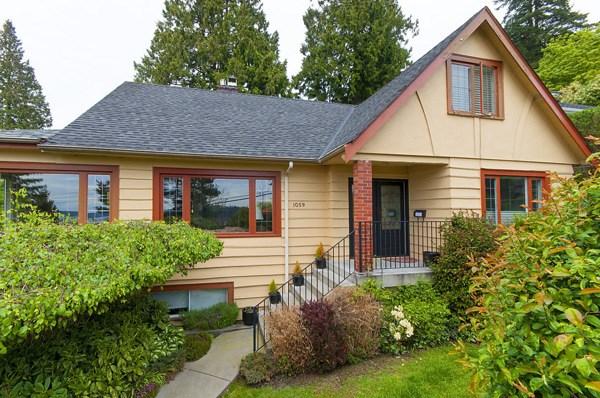1059 ESQUIMALT AVENUE, West Vancouver, BC V7T 1J9