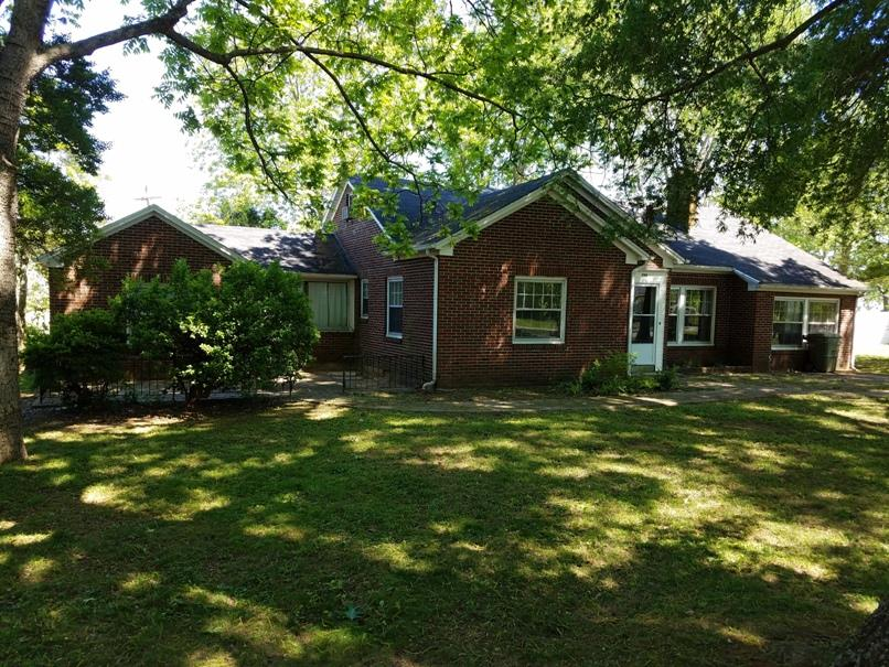 206 Parkes Ave, Lawrenceburg, TN 38464