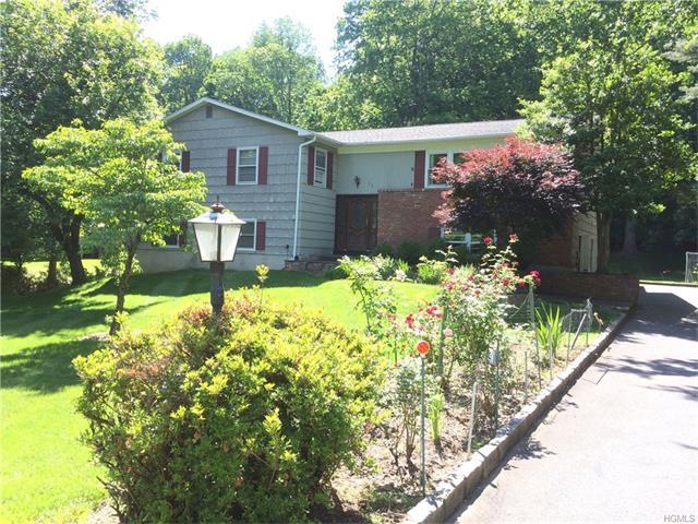 75 Hidden Hollow Lane, Millwood, NY 10546