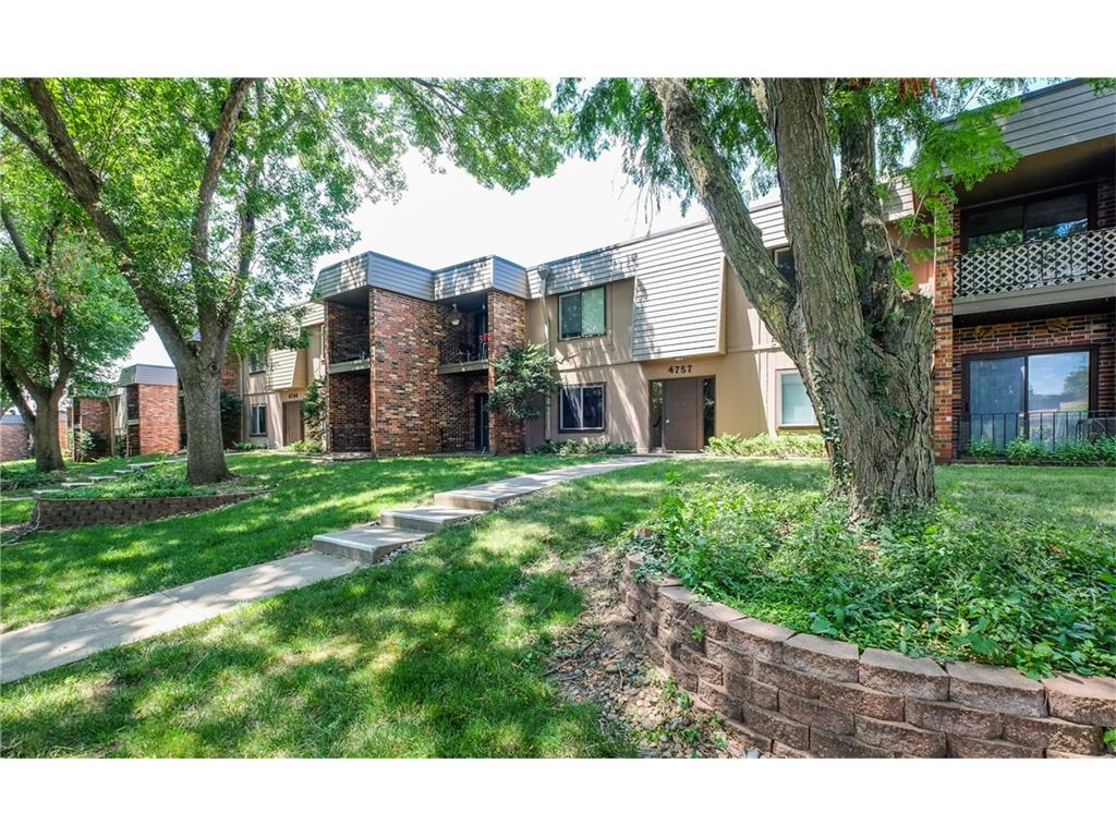 4757 Woodland Avenue 5, West Des Moines, IA 50266