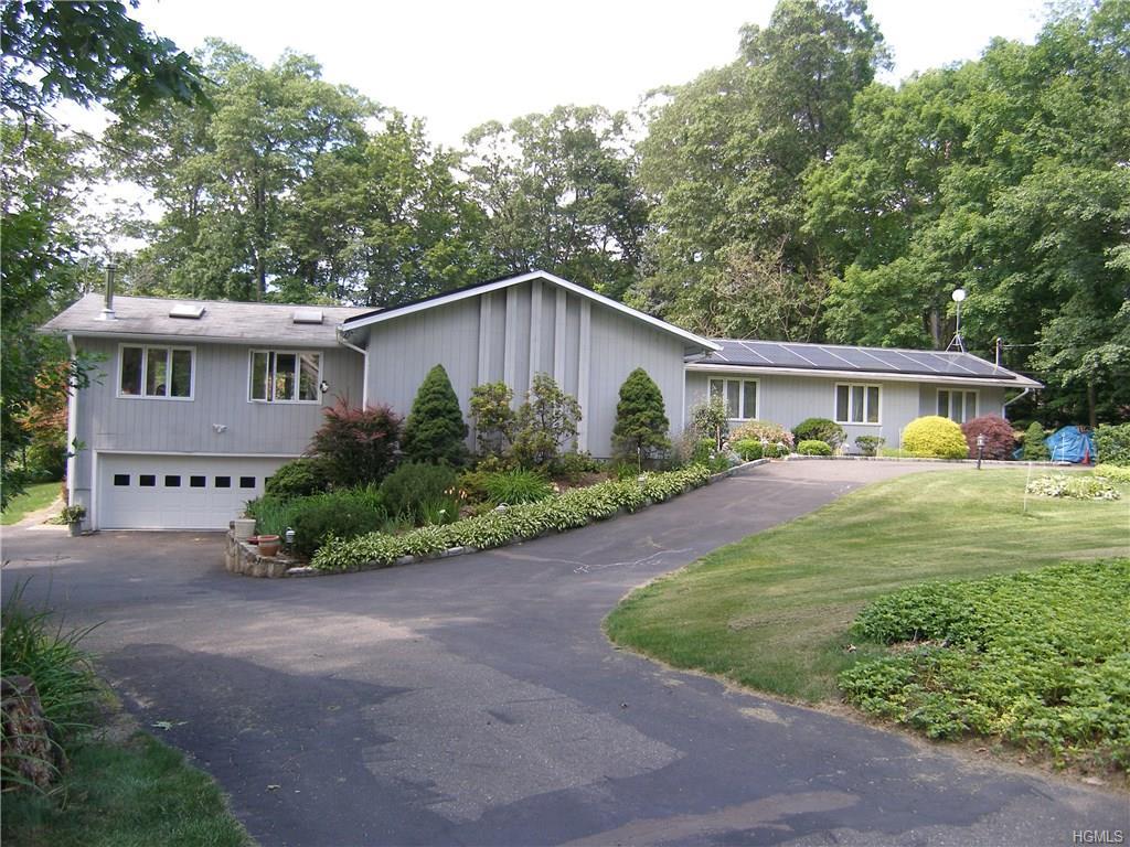 9 Ironwood Drive, Danbury, CT 06811