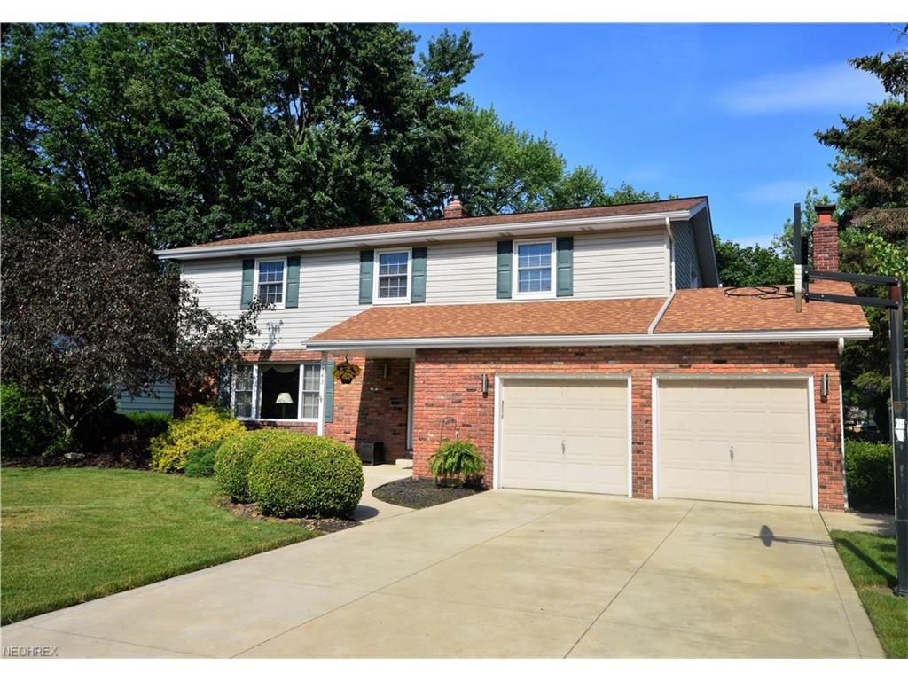 6343 Surrey Dr, North Olmsted, OH 44070