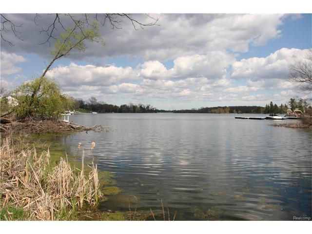 5281 N BAY, Orchard Lake, MI 48324