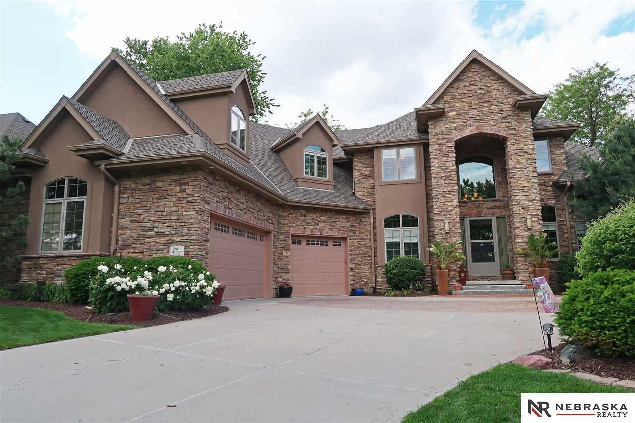 4510 Lake Forest Circle, Papillion, NE 68133
