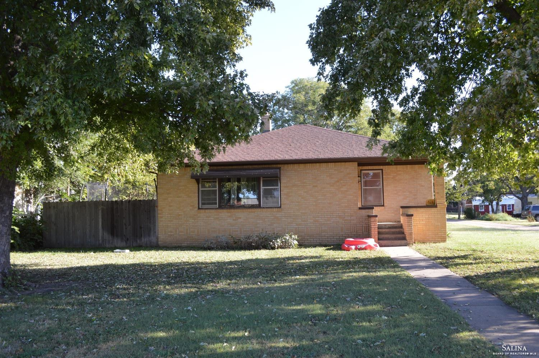 121 W 3rd Street, Ellsworth, KS 67439