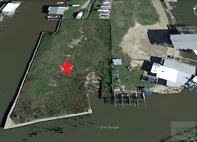 4324 N Yacht Basin Road, Port Bolivar, TX 77650