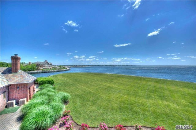 69 Lawrence Ln, Bay Shore, NY 11706