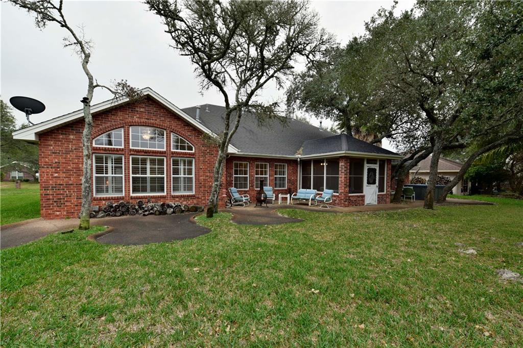 112 Cedar Ridge Dr, Rockport, TX 78382