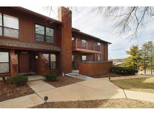 1902 Meadowtree, St Louis, MO 63122