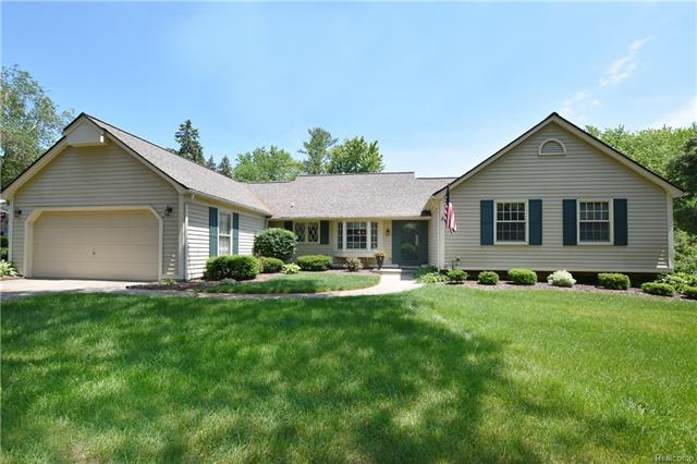 663 LAKE FOREST Road, Rochester Hills, MI 48309