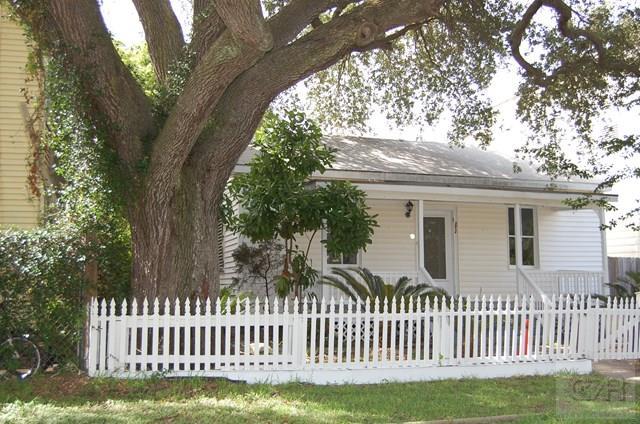 2722 Bernardo de Galvez, Galveston, TX 77550