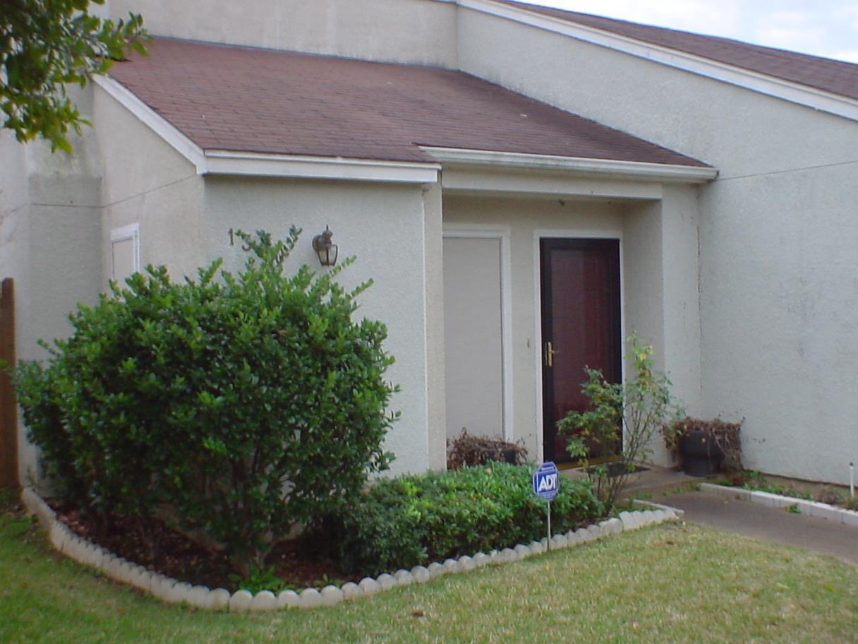 1300 TOWNE LAKE DR, LONGVIEW, TX 75601