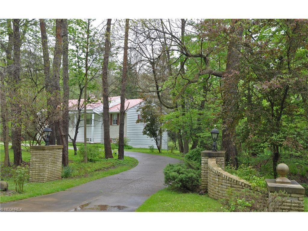 527 Riverview Rd, Gates Mills, OH 44040