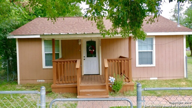 1409 N Heideke St, Seguin, TX 78155